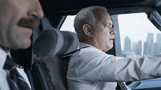 3061462-poster-p-1-sully-movie-hanks.jpg